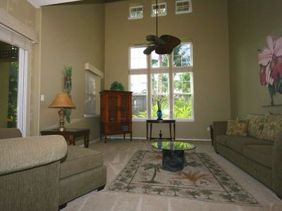 Spacious living room w/ vaulted ceilings