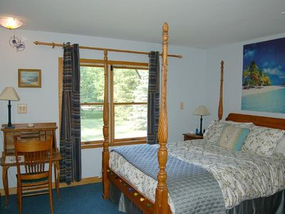 Ann Arbor farmhouse rental - Surf's up inthe Maui bedroom, queen pillowtop, writing desk.