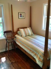 Saugatuck / Douglas cottage photo - Main Level Guest Room - Twin Bed