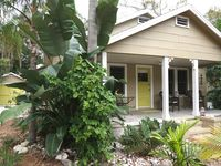 Charming Downtown Dunedin Cottage. Just steps to downtown & waterfront !