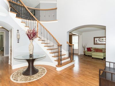 Affordable Luxury!! 5 BR / 5.5 BA / Sleeps 12 Jacuzzi, bar, pool table and more!