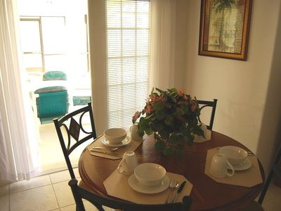 Orange Tree bungalow rental - Breakfast nook leading out to the pool