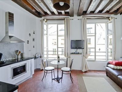 Large cosy studio in the heart of Marais! Off Place des Vosges