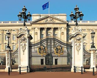 Buckingham Palace - 16 minutes from apartment