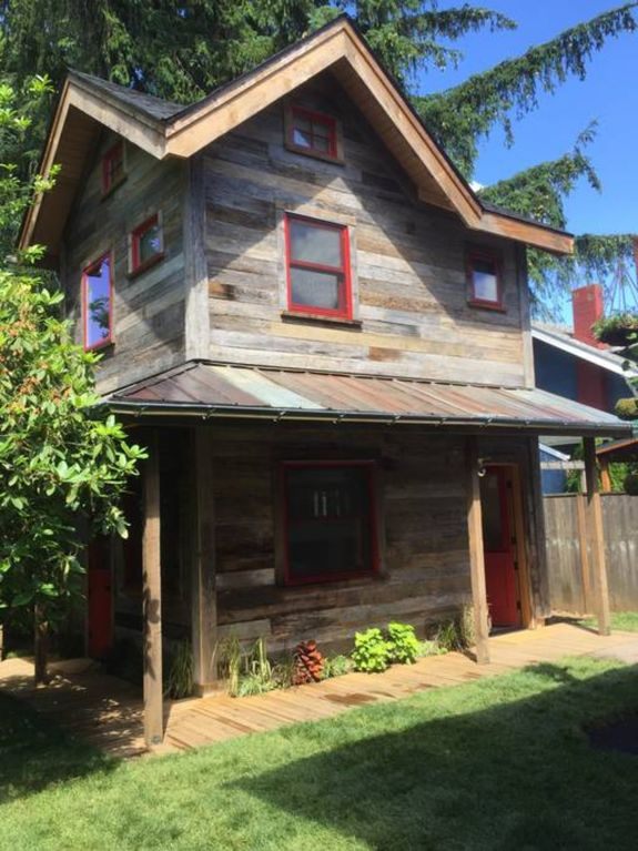 Brand New Close to it All Hawthorne-Belmont Tiny House