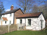 Candlers Cottage - Holiday Home, ideal for exploring Norfolk and Suffolk