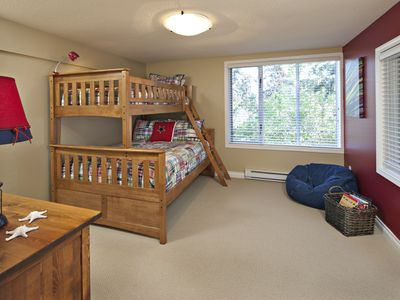 Nanoose Bay house rental - 3rd bedroom with twin over full bunk beds and its' own 3 piece ensuite