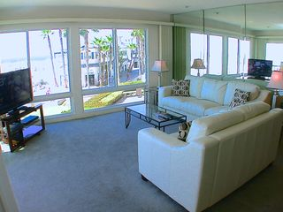 Pacific Beach condo photo - LIVING ROOM