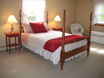 1st floor master w/queen bed & daybed with trundle. Sleeps 4.