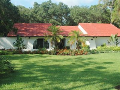Luxury Estate , 2.3 acres area close to shops & stores, beaches & airport, Tampa