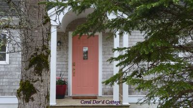Adorable & Affordable Cape Cod, steps from Harbour, within Village of Chester