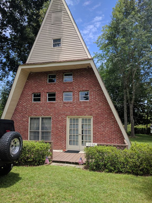 Unique Lakehouse with access to Lake Moultrie and Lake Marion