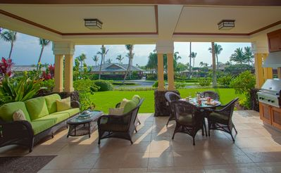 Enjoy Hawaii and a gorgeous view from Kolea 8A's beautiful and relaxing lanai!
