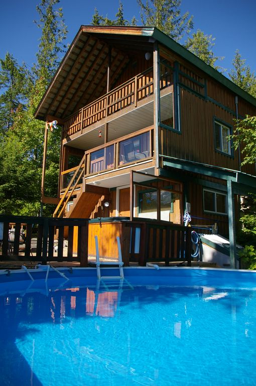 Hot Springs Cottage --Upper Arrow Lake, Nakusp B. C.--Private Hot Springs Pool