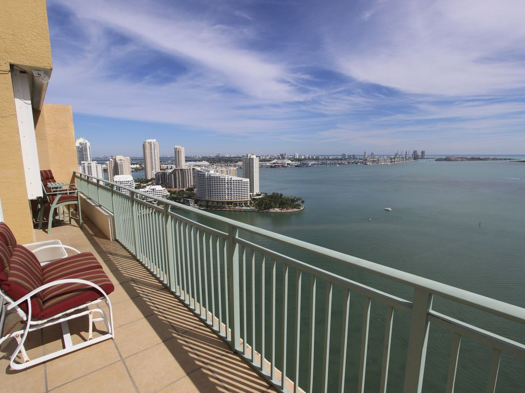 Luxury Ocean View Penthouse in the Heart of Miami