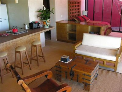 Well-appointed Casita (Guest House) with fully-furnished Kitchen & Private Patio
