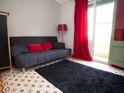2 bedrooms + 2 bathrooms with FREE WI-FI a stone throw away from Barcelona Magic Fountains