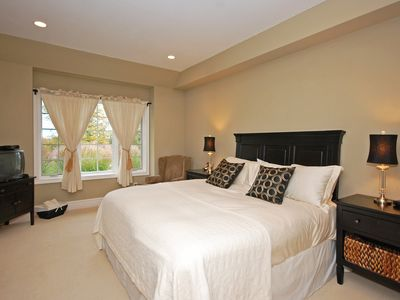 Collingwood estate rental - Master bedroom - king sized bed, with Ensuite