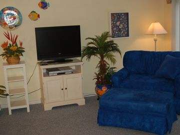 Sitting Room with Flat Screen TV/DVD/Stereo