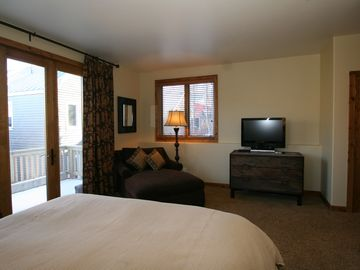 Master Suite with King Bed, Private Full Bathroom, TV, DVD, Hot Tub and Patio