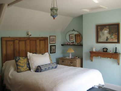 Painswick cottage rental - Main Bedroom with Queen Bed