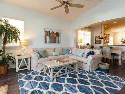 "Welcome to the ""beach cottage"" penthouse! - This is the perfect ""beach cottage"" penthouse with fantastic lake and resort views from the 6th floor! You'll immediately start to unwind and relax when you walk in 965 Cinnamon Beach. This may be the best Florida family vacation rental ever!"