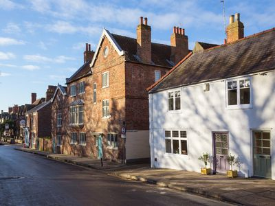 Beautiful, recently renovated 300 year old 4 bedroom cottage in central York
