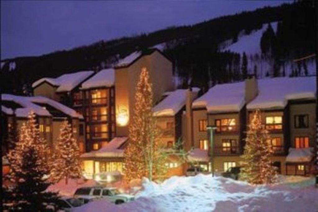 TRUE Ski-in/Ski-Out - Deluxe On-Slope Resort -Stunning Views * Pool * Hot Tubs!
