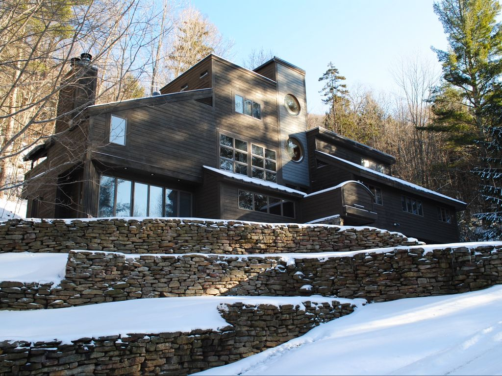 Spacious, modern home in wooded, mountain...   homeaway killington