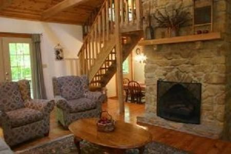 """Old Hickory"" - Rustic and Charming Cabin, Close to Nashville. Couples Getaway."