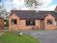 THE GRANARY, pet friendly, with a garden in York, Ref 904237