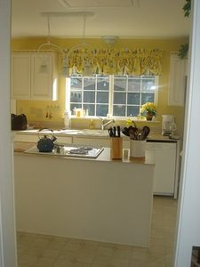 Bright and sunny kitchen! View of the Marina and water.