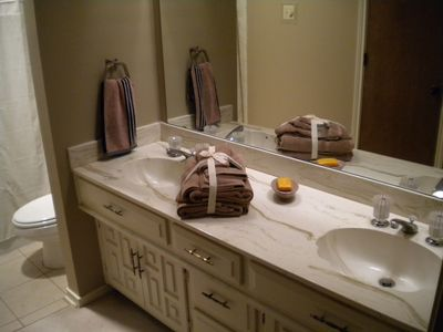 Dallas house rental - Upstairs bathroom