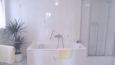 Bathroom of holiday house 'Valley View'