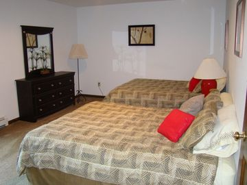 Guest Room w/2 Queen Beds