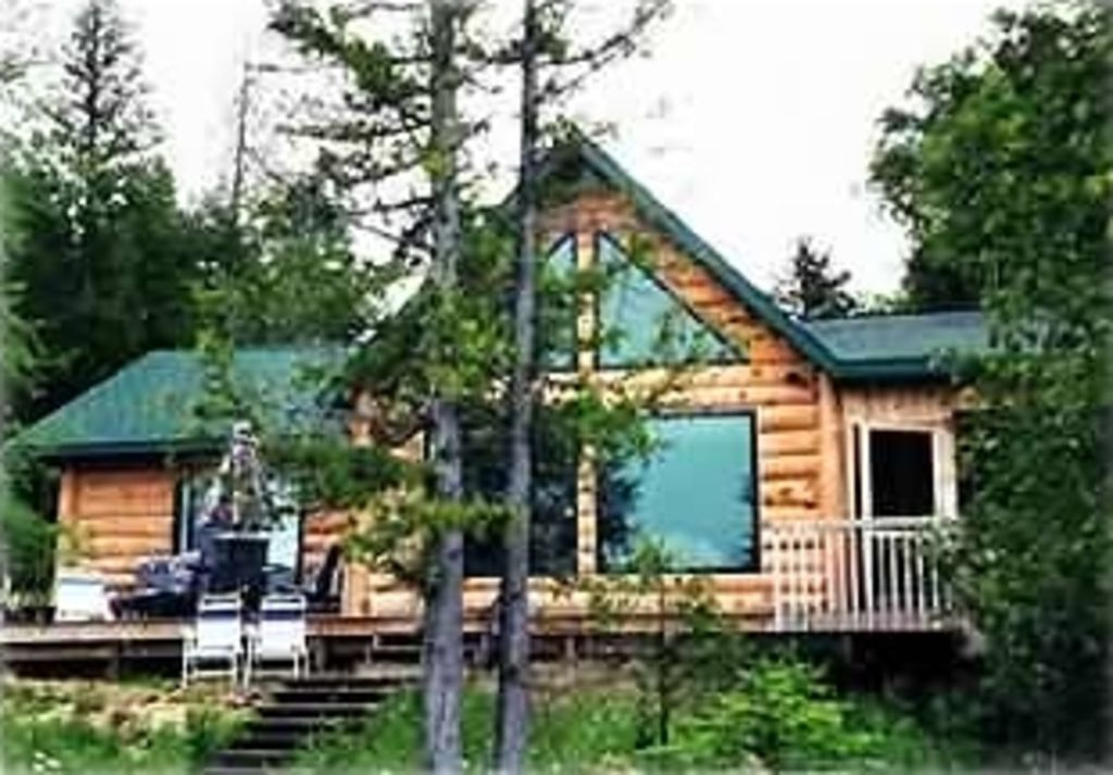 Deluxe beachfront log home on lake huron at vrbo for 10 bedroom vacation rentals in michigan