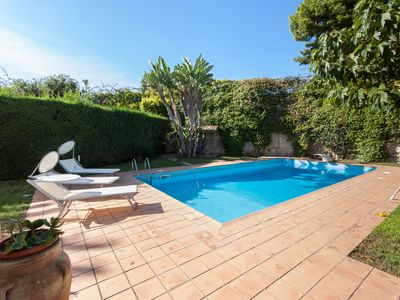 Private house with pool, garden, few minutes from the sandy beach, quiet location