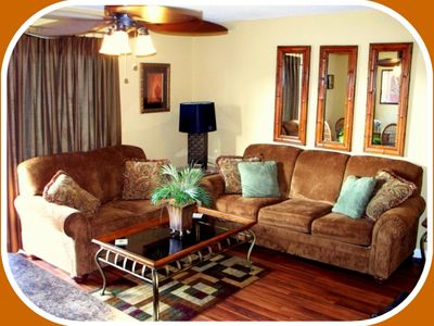 Gulf Shores condo rental - Queen Sofa Sleeper, Loveseat, 32' HDTV, Wood Floors
