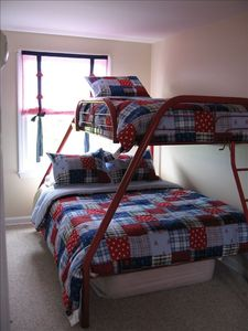 2nd floor bedroom, full size bottom bunk, single size on top bunk