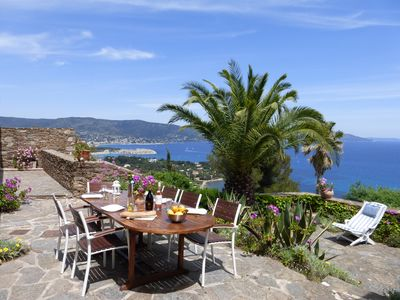 Villa with panoramic sea views in private domaine of Gaou Benat