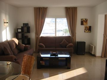 Large, modern & comfortably furnished lounge
