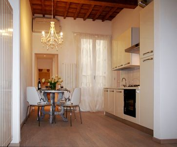 Historical center 2 bd, 2 bath, bright, 80sqm, renovated in May 2013 sleeps 4/7