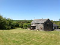 Spacious detached 2 bedroom 2 bathroom barn in quiet rural location near Padstow