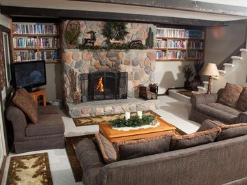 Mountain house rental - Main floor living room area with gas fireplace, library, Directv, DVD & WiFi.