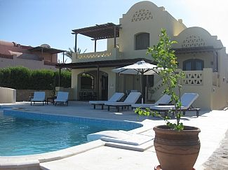 Luxury Villa With Private Heated Pool Overlooking Lagoon And Golf Course