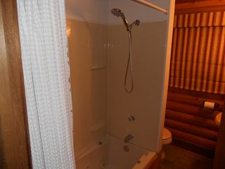 Blue River cabin photo - Jetted Tub and Shower
