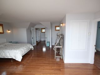 St Margaret's Bay house photo - The master bedroom with ensuite and walk-in closet