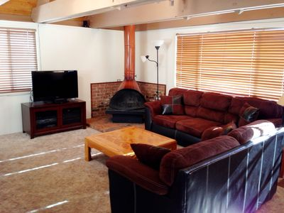 Incline Village chalet rental - Living room and fireplace for great mountain ambiance