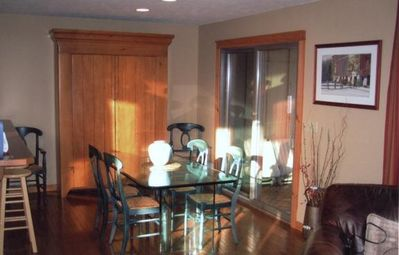 Tannersville house rental - Dining room seats eight, breakfast bar is convenient to the adjacent kitchen