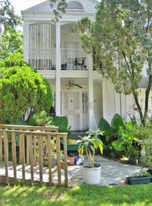 Lovely 2BR Duplex Home in New Orleans with Large Garden, Prime Location Just 10 Minutes from the Best NOLA Attractions!